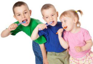 children-brushing